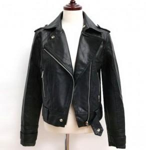 Roze i crna kratka jakna