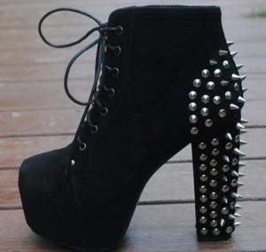 Cipele sa bodljikavom štiklom